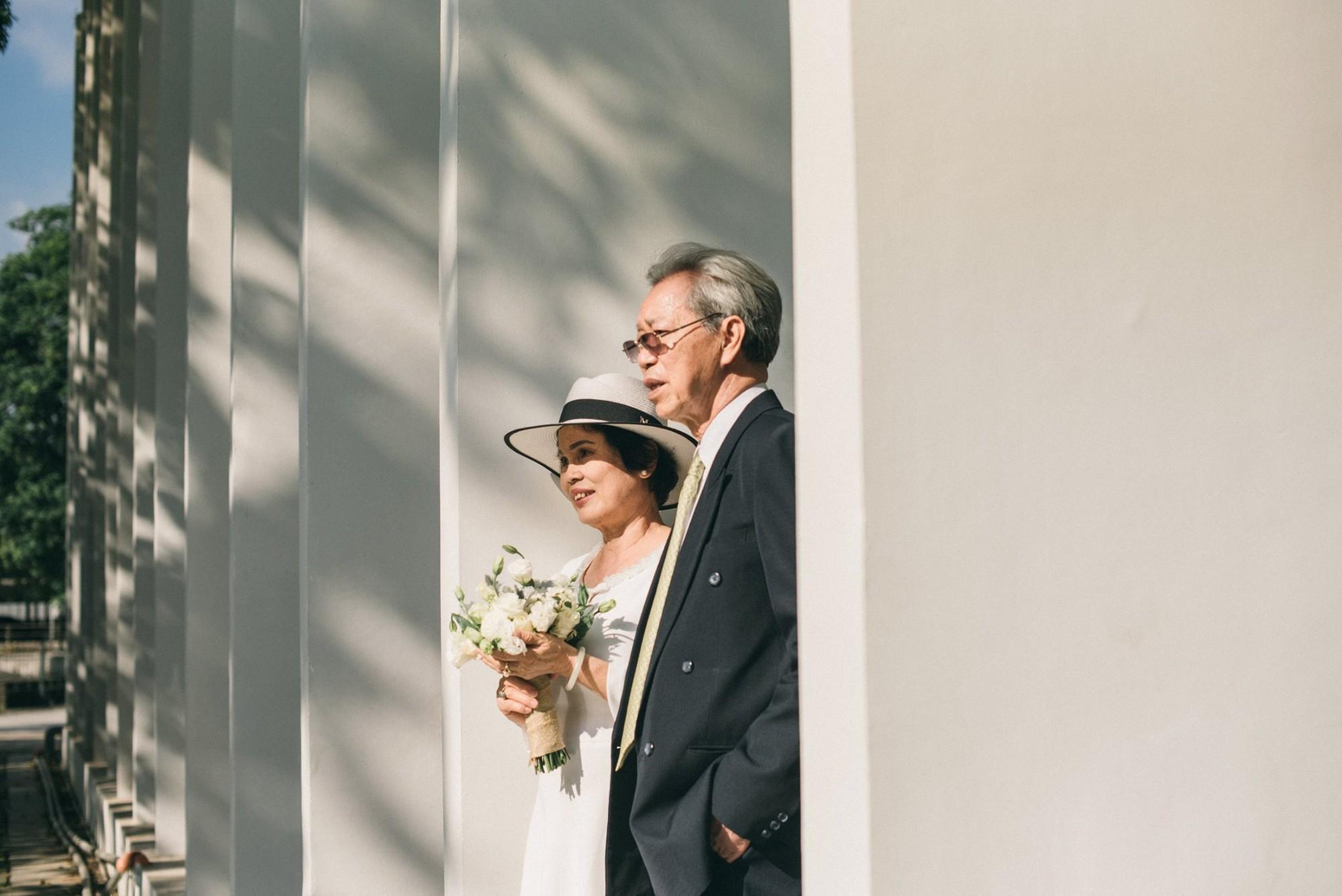 Bộ ảnh cưới đầu tiên sau 45 năm kết hôn và chia sẻ xúc động của cựu CEO Uber Việt Nam cho bố mẹ - Ảnh 6.