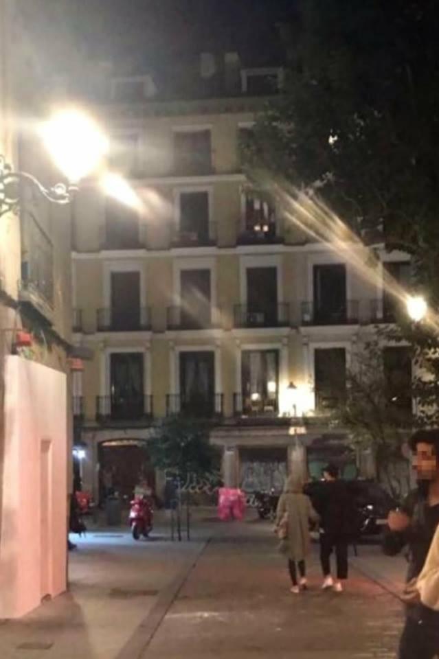 Vợ chồng son Song Joong Ki - Song Hye Kyo nắm chặt tay nhau, tận hưởng tuần trăng mật tại Tây Ban Nha - Ảnh 2.