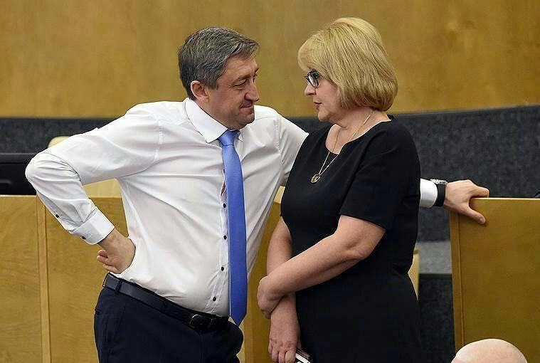 Giờ giải lao ở hội nghị chính phủ Nga: chính trị gia khoe ca vát, ăn quà vặt và selfie - Ảnh 8.