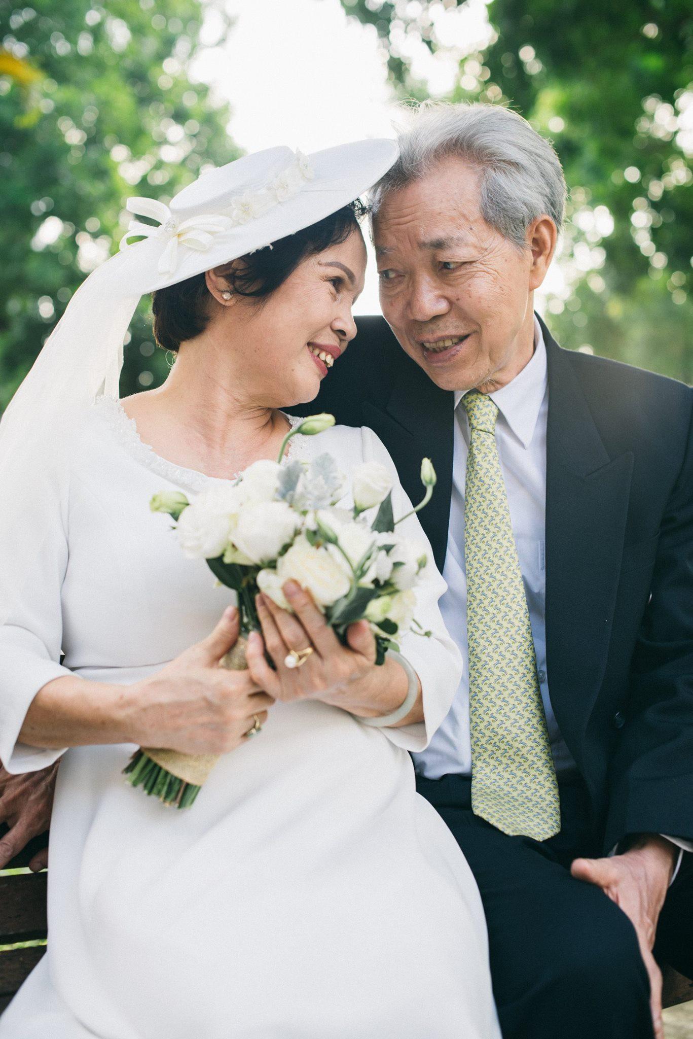 Bộ ảnh cưới đầu tiên sau 45 năm kết hôn và chia sẻ xúc động của cựu CEO Uber Việt Nam cho bố mẹ - Ảnh 8.