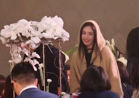 Sao Hoa Ngữ: Đám cưới nhỏ bất ngờ thu hút chú ý vì sự xuất hiện xinh đẹp
