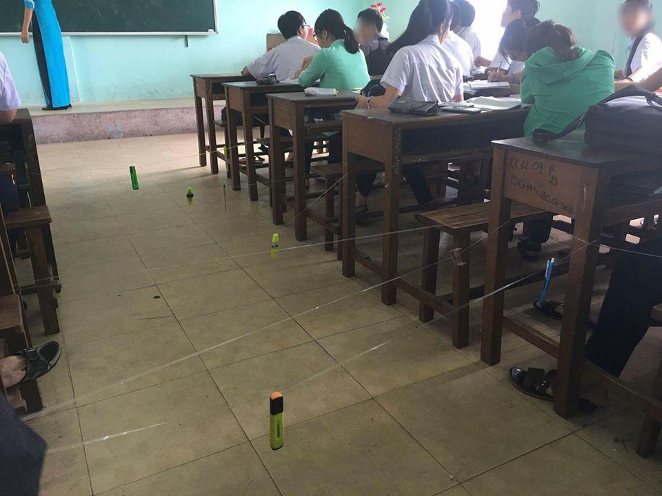 Màn giăng dây như ma trận để cô giáo không thể đi xuống kiểm tra vở của HS cấp 3 - Ảnh 1.