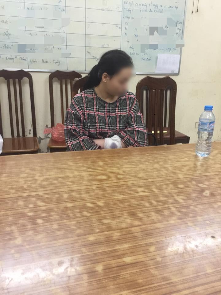 Vợ livestream khi bắt gặp nhân tình ở nhà, chồng cố thủ trong phòng ngủ nhất quyết không ra - Ảnh 4.