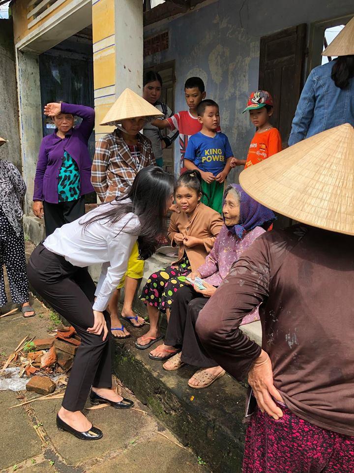 Thủy Tiên quyên góp hơn nửa tỷ đồng, cùng Công Vinh tới Phú Yên để trao cho đồng bào vùng lũ - Ảnh 1.