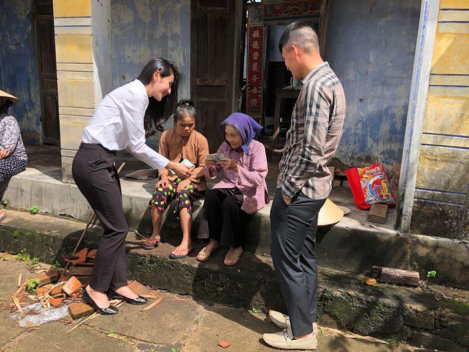 Thủy Tiên quyên góp hơn nửa tỷ đồng, cùng Công Vinh tới Phú Yên để trao cho đồng bào vùng lũ - Ảnh 2.