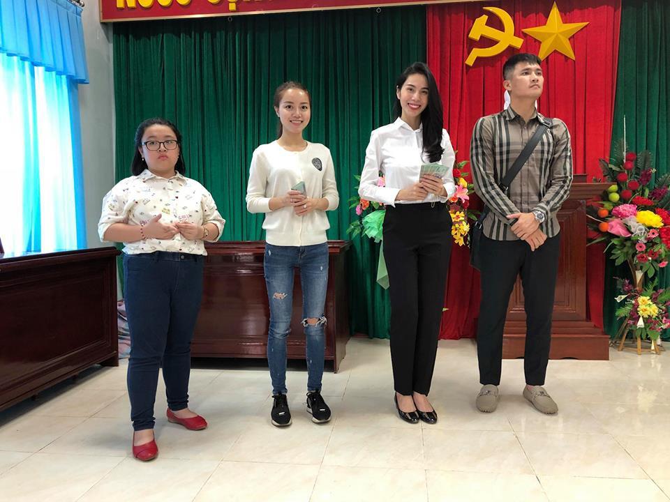 Thủy Tiên quyên góp hơn nửa tỷ đồng, cùng Công Vinh tới Phú Yên để trao cho đồng bào vùng lũ - Ảnh 4.