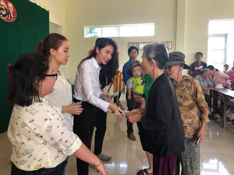 Thủy Tiên quyên góp hơn nửa tỷ đồng, cùng Công Vinh tới Phú Yên để trao cho đồng bào vùng lũ - Ảnh 5.