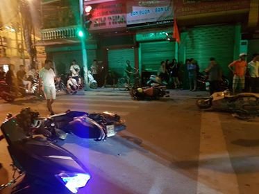 Hải Phòng: Xe điên đâm hàng loạt xe máy dừng đèn đỏ khiến nhiều người nhập viện - Ảnh 4.
