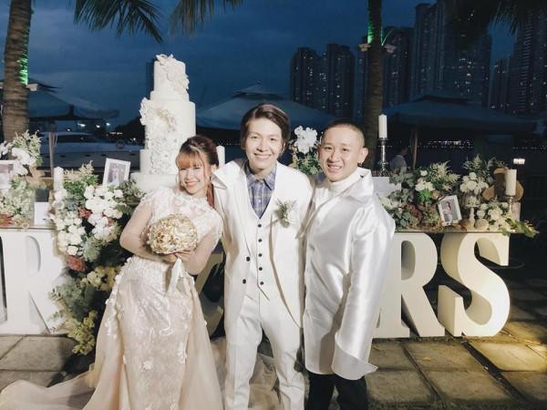 Vợ chồng Khởi My - Kelvin Khánh hát 60 năm cuộc đời, nhắng nhít tung hoa trong tiệc cưới - Ảnh 6.