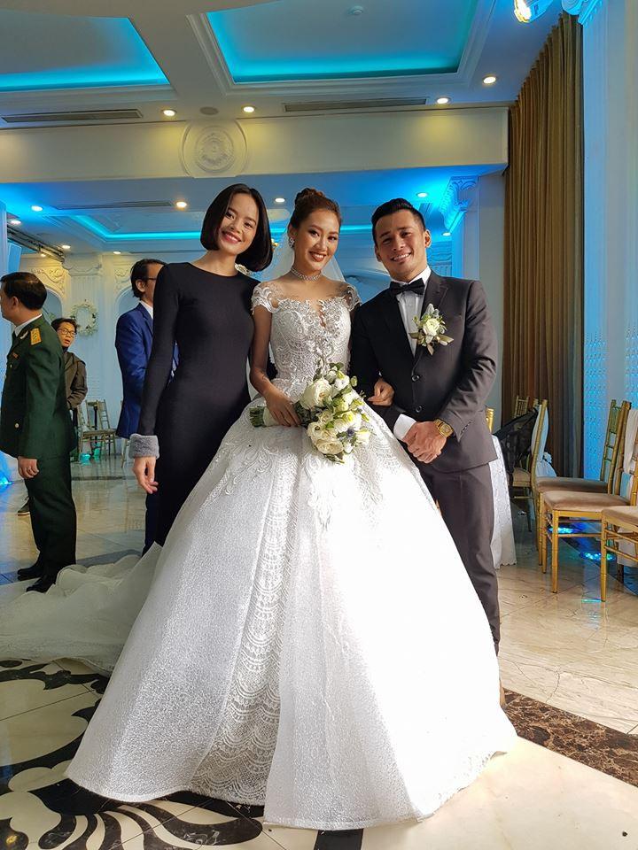 Bạn gái Cường Đô La, Diệp Lâm Anh rạng rỡ đến chúc mừng đám cưới của stylist Pông Chuẩn - Ảnh 4.