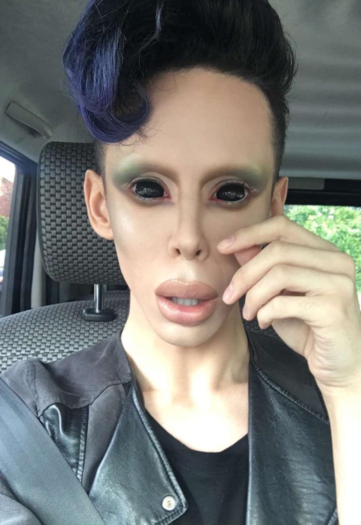 Chàng trai tính phẫu thuật cắt bỏ bộ phận sinh dục để trở thành người ngoài hành tinh - Ảnh 3.