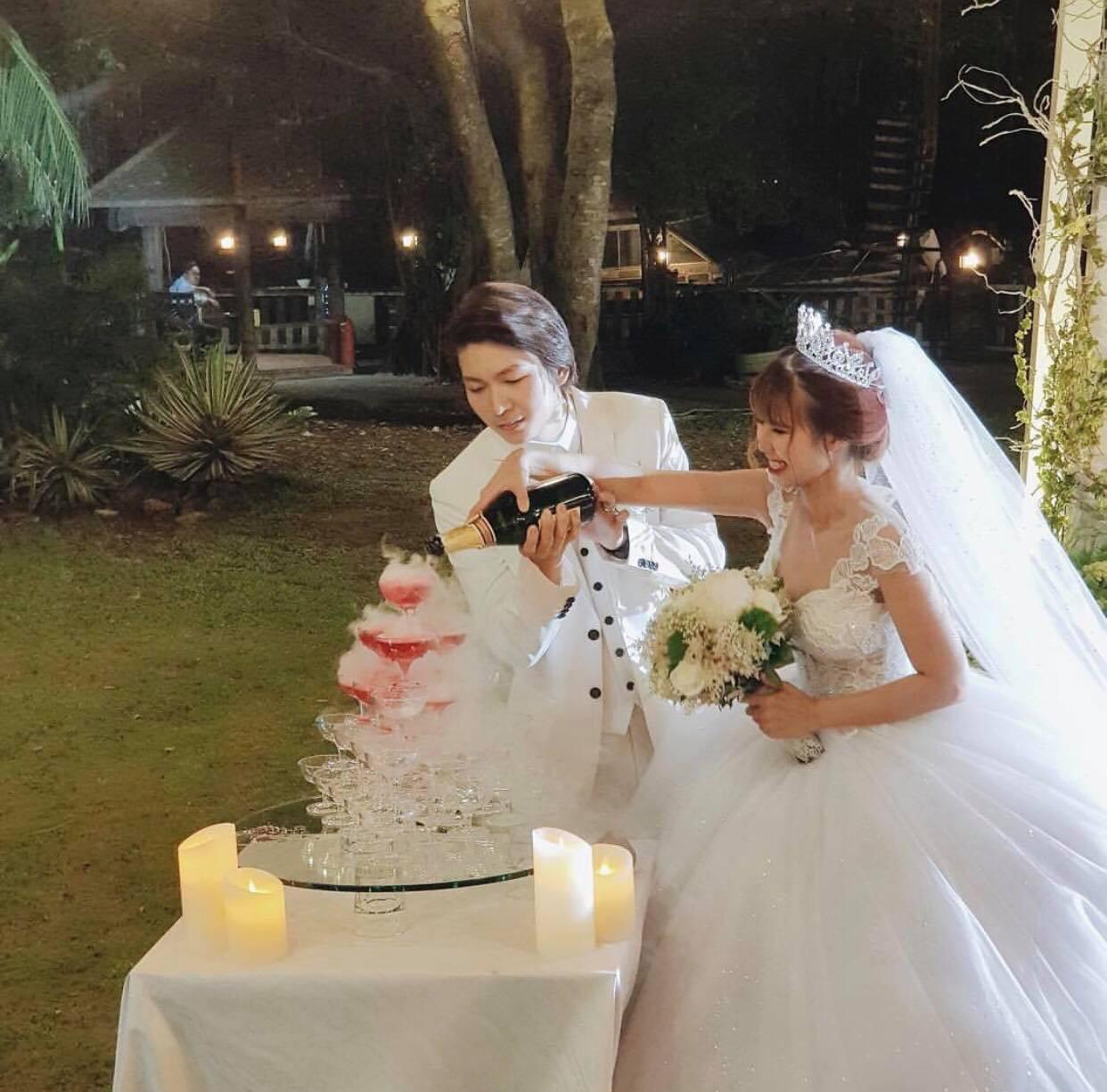 Vợ chồng Khởi My - Kelvin Khánh hát 60 năm cuộc đời, nhắng nhít tung hoa trong tiệc cưới - Ảnh 16.