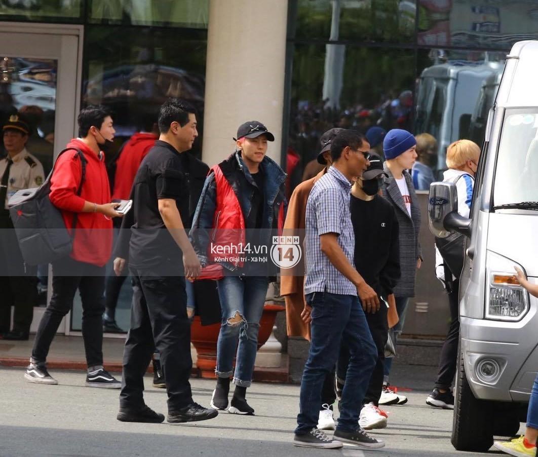 Hoàng tử lai Samuel điển trai, cùng Seventeen ngoái lại chào fan Việt bằng được tại sân bay Tân Sơn Nhất - Ảnh 5.
