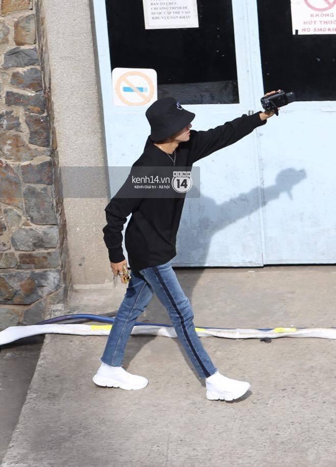 Vừa rời sân bay, Seventeen và Samuel đã đến ngay Nhà hát Hòa Bình để tổng duyệt MAMA 2017 giữa trưa nắng - Ảnh 18.