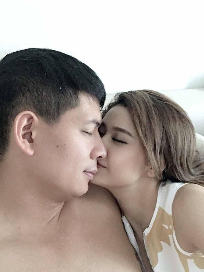 Ảnh Bình Minh - Trương Quỳnh Anh thân mật
