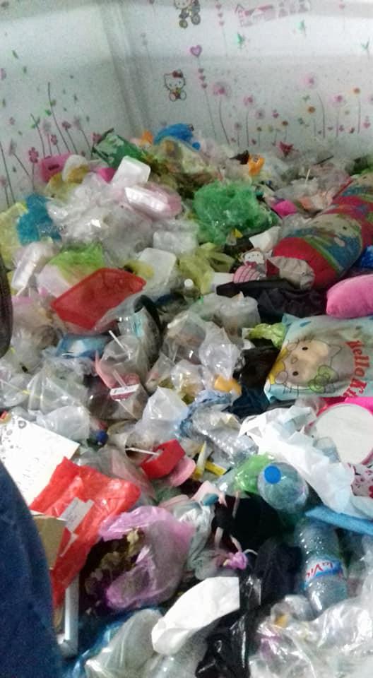 Cô gái đóng cửa nhốt mình trong phòng trọ 5 tháng liền, ở bẩn tới mức gạt rác ra mới thấy sàn nhà - Ảnh 6.