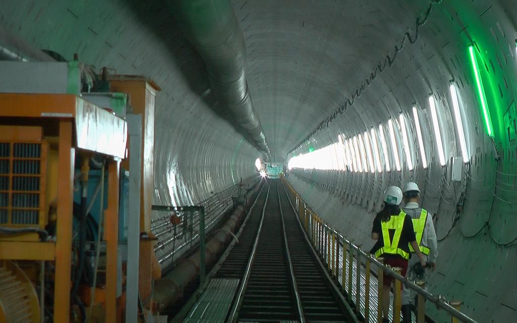 Cận cảnh hầm Metro Bến Thành - Suối Tiên dần rõ dáng sau gần 100 ngày thi công giữa lòng Sài Gòn - Ảnh 2.