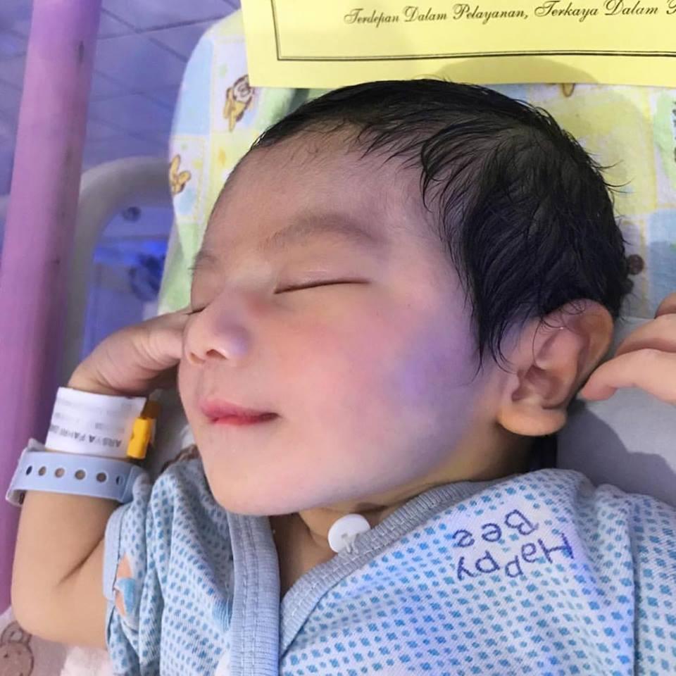 Em bé soái ca đẹp như thiên thần, nhưng khi thấy bố của bé, ai cũng hiểu vì sao - Ảnh 3.