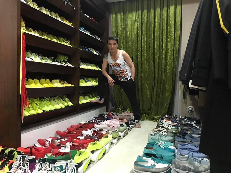 Khoe tủ đồ hàng hiệu cùng hơn 700 đôi giày bày la liệt, Đàm Vĩnh Hưng thừa nhận mắc bệnh nghiện mua sắm - Ảnh 1.
