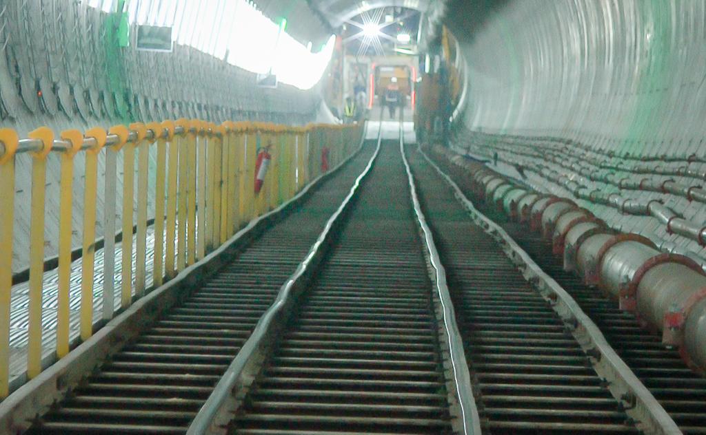 Cận cảnh hầm Metro Bến Thành - Suối Tiên dần rõ dáng sau gần 100 ngày thi công giữa lòng Sài Gòn - Ảnh 3.