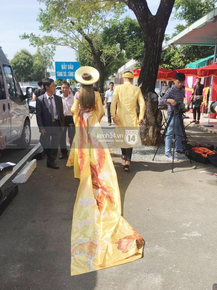Loạt ảnh cận cảnh cô dâu Lâm Khánh Chi diện áo dài long phụng quét đất về nhà chồng - Ảnh 4.