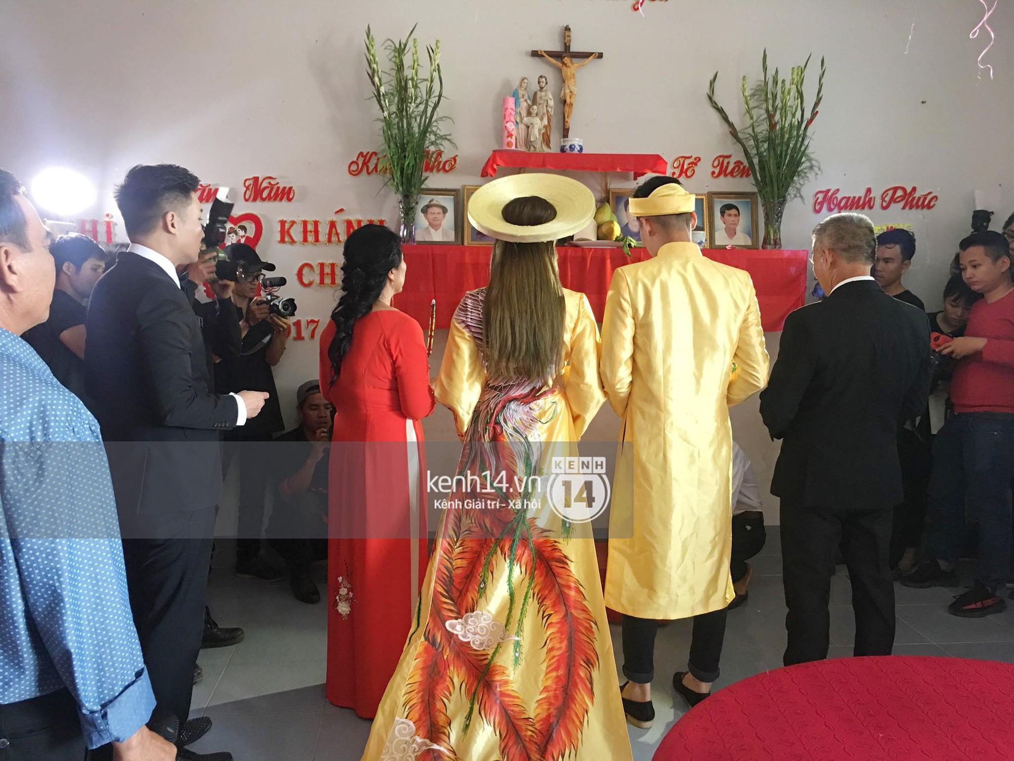 Loạt ảnh cận cảnh cô dâu Lâm Khánh Chi diện áo dài long phụng quét đất về nhà chồng - Ảnh 11.