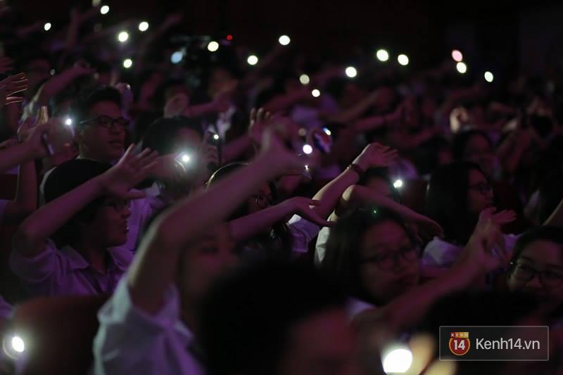 Xuất hiện bất ngờ tại đêm hội Made In 12 của Amser, Min gây náo loạn với bản hit Yêu - Ảnh 19.