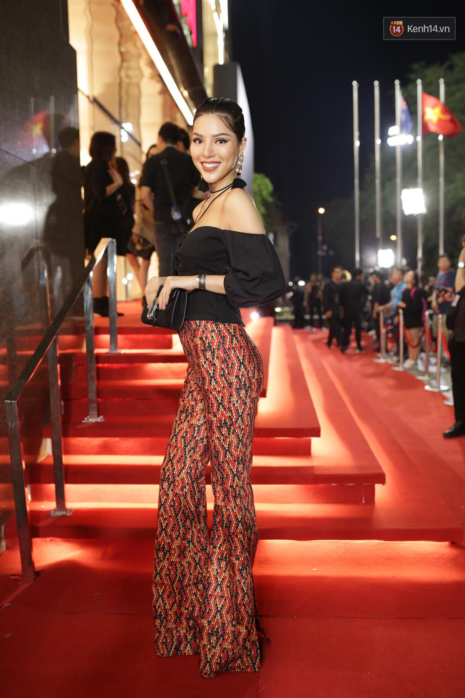 Angela Phương Trinh & Chi Pu quá đỗi sành điệu, công phá thảm đỏ sự kiện ra mắt H&M Việt Nam - Ảnh 29.