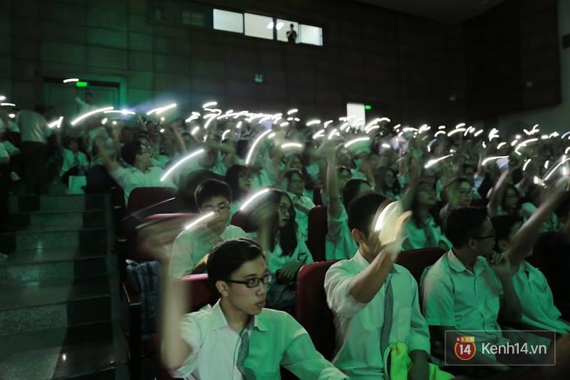 Xuất hiện bất ngờ tại đêm hội Made In 12 của Amser, Min gây náo loạn với bản hit Yêu - Ảnh 20.