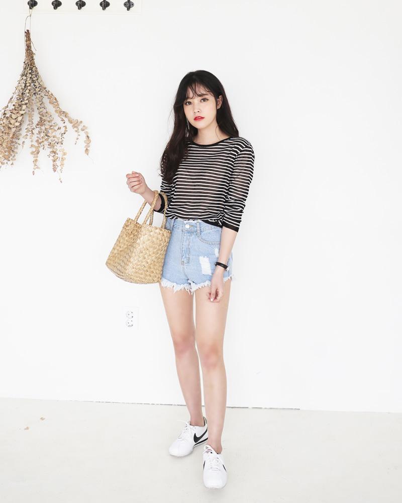 Mùa hè nhất định phải mặc jean shorts rồi, mix thế nào cũng đẹp ngất ngây thế này kia mà! - Ảnh 8.