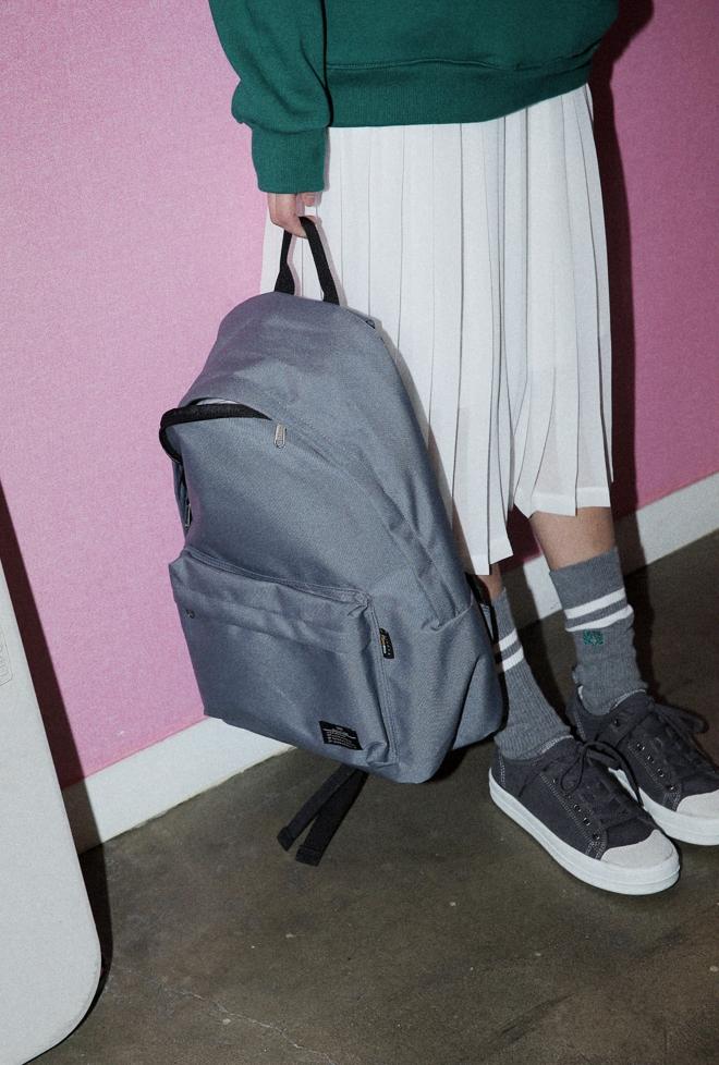 Ai bảo túi đi học không thể trendy? Đây là 5 kiểu túi cực xinh và chất mà các nàng có thể diện đến trường - Ảnh 7.