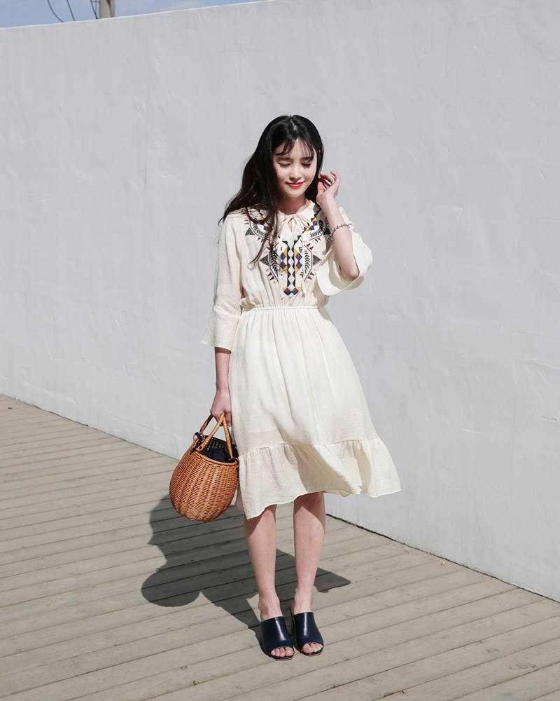 Ngoài váy hoa, hè này còn 5 kiểu váy khác cũng xinh và mát hết nấc - Ảnh 15.