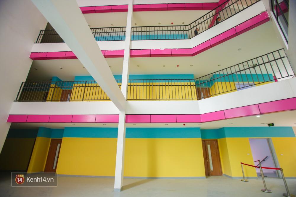 Du học tại chỗ ở Hà Nội tại ngôi trường mới toanh, sang xịn và toàn màu hồng! - Ảnh 9.