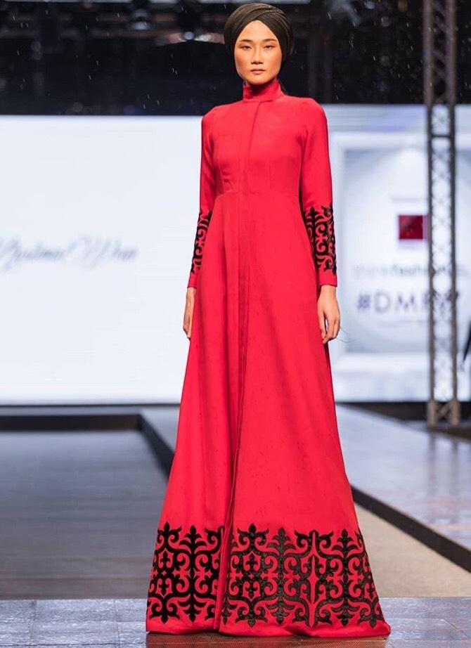 Tưởng theo chồng bỏ cuộc chơi, Kha Mỹ Vân vẫn âm thầm công phá Dubai Modest Fashion Week, nhận cát xê khủng - Ảnh 1.