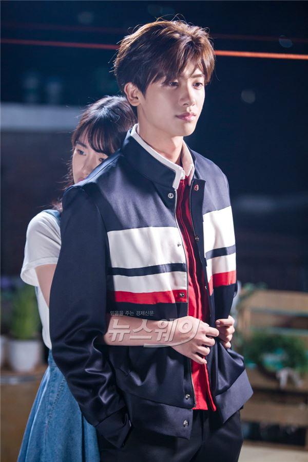 """Hai trai trẻ gây thương nhớ bên cạnh đàn chị Park Bo Young trong """"Do Bong Soon"""" - Ảnh 2."""