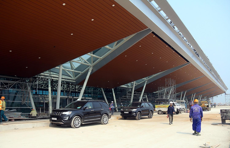 Cận cảnh nhà ga hành khách quốc tế hơn 3.500 tỷ đồng sắp hoàn thành ở Đà Nẵng - Ảnh 2.
