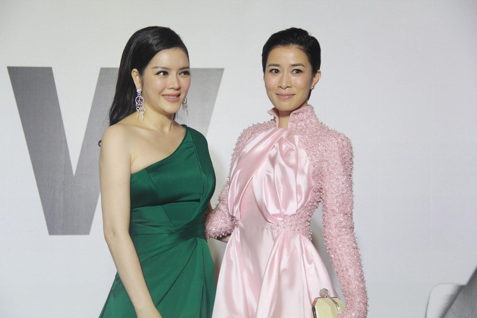 Những sao Việt khiến fan phát hờn vì quá thân thiết với sao quốc tế - Ảnh 16.