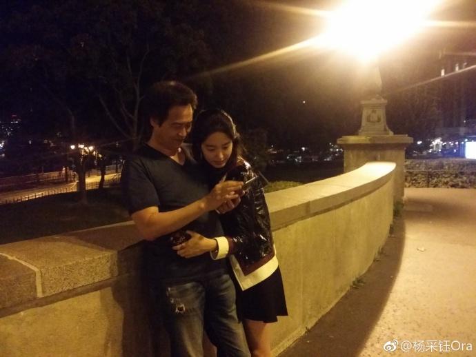 Bạn gái kém 30 tuổi của cha nuôi Lưu Diệc Phi bị chỉ trích hám danh lợi khi công khai tình yêu - Ảnh 3.