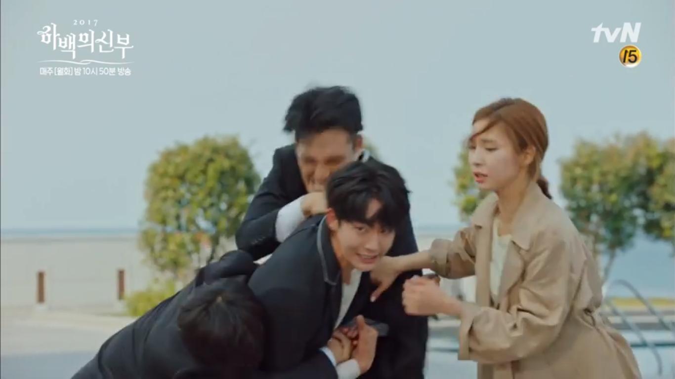 """""""Cô Dâu Thủy Thần"""": Nam Joo Hyuk là Hà Bá nhưng lại biết bay, xịn chưa! - Ảnh 17."""