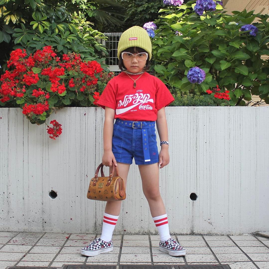 Mix đồ đẹp hơn người lớn, luôn đeo kính cực ngầu, cô bé này chính là fashion icon nhí chất nhất Nhật Bản - Ảnh 4.