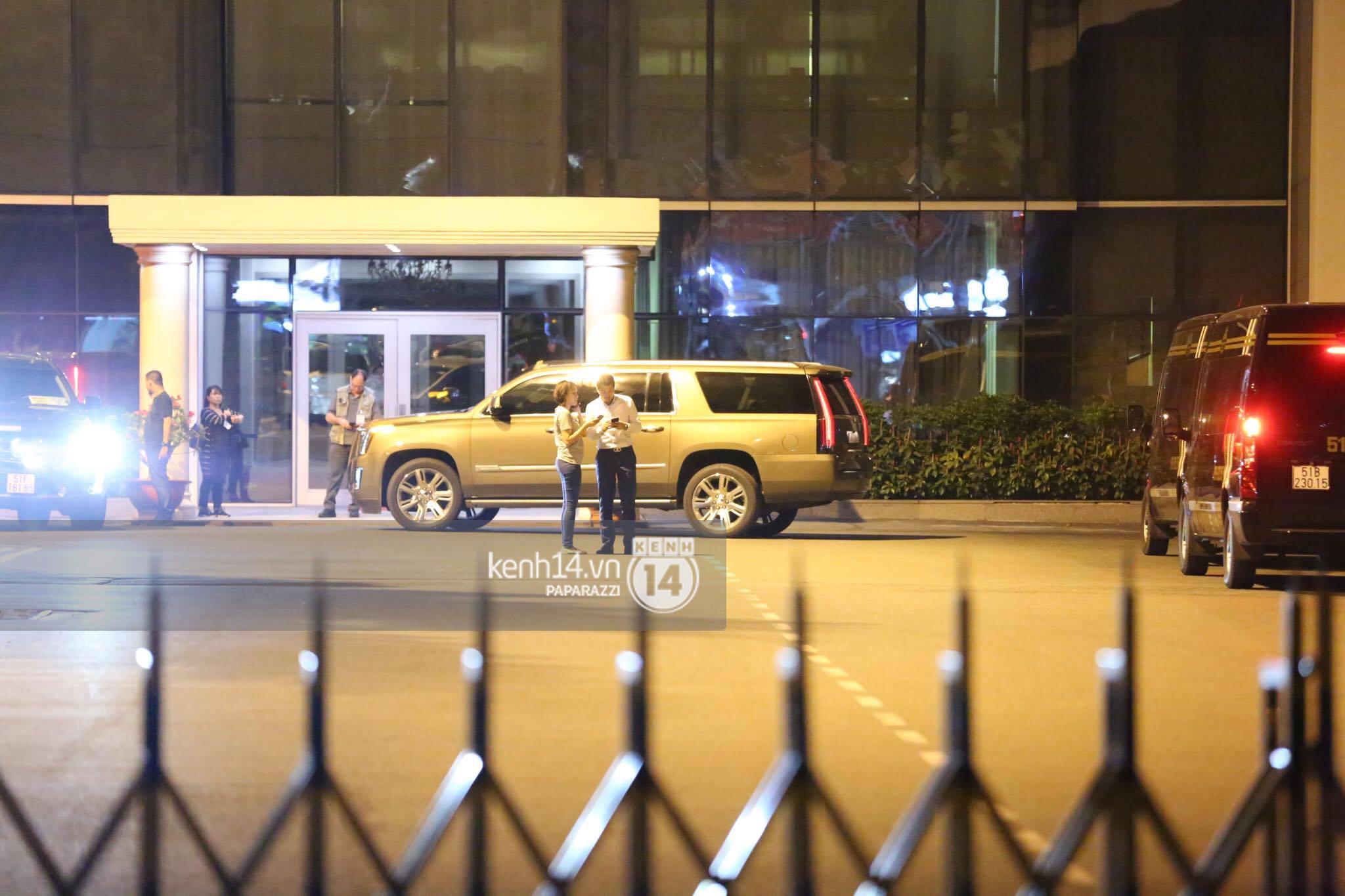 Độc quyền: Đến Việt Nam lúc 2h sáng, Ariana Grande vẫn lọt tầm ngắm paparazzi! - Ảnh 9.