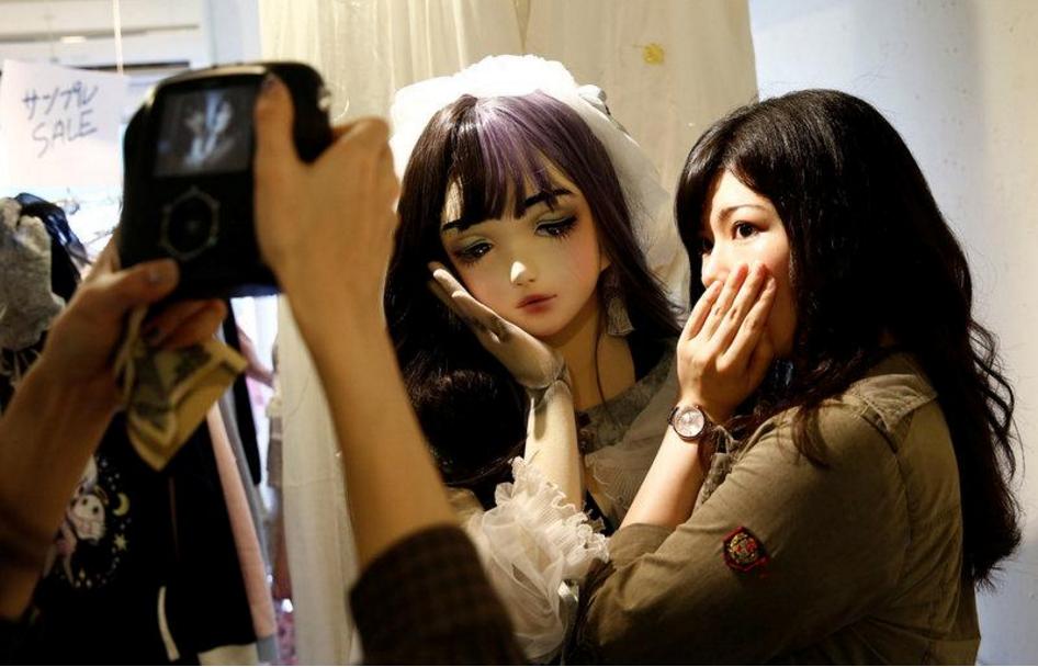 Chân dung búp bê sống tại Nhật Bản: Khi ranh giới giữa người và búp bê gần như bị xóa nhòa - Ảnh 3.