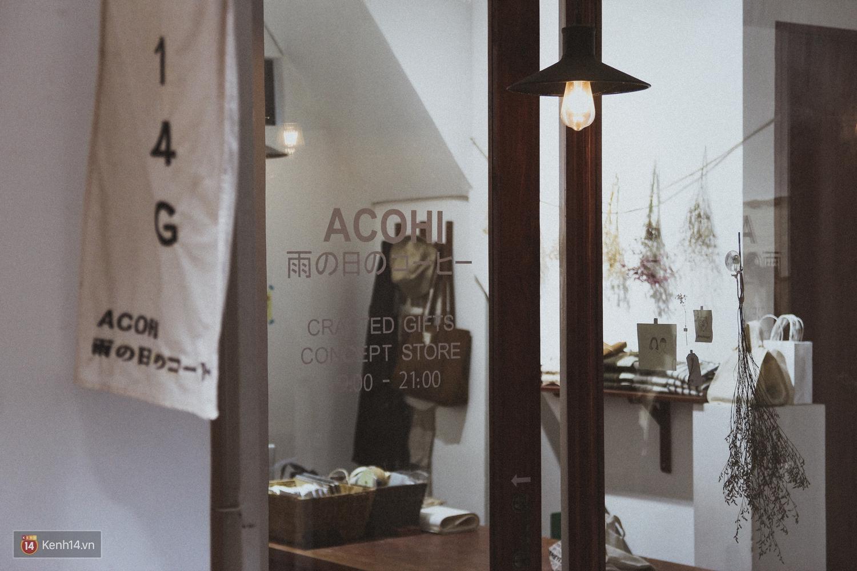 ACOHI, những chiếc túi tote vải mang ý nghĩa uống cà phê khi trời mưa của Việt Nam đang khiến giới trẻ mê mẩn - Ảnh 8.