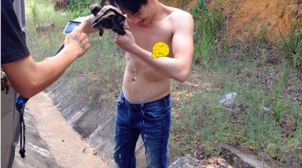 Rocker Nguyễn bất ngờ để lộ bụng mỡ, thân hình kém săn chắc - Ảnh 3.