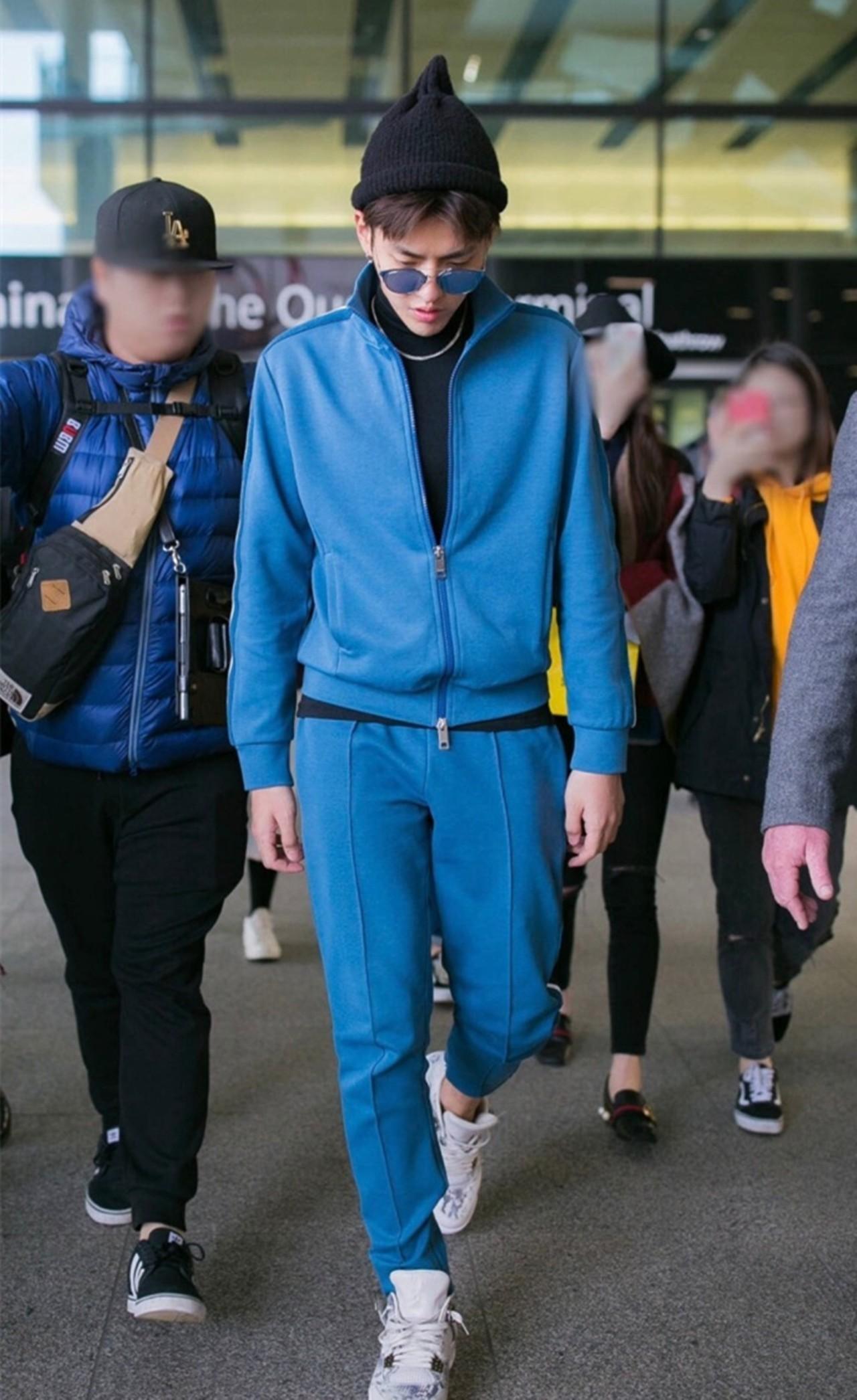 Chán lồng lộn, hàng loạt sao Hoa ngữ rủ nhau mặc nguyên bộ thể thao ra sân bay - Ảnh 3.