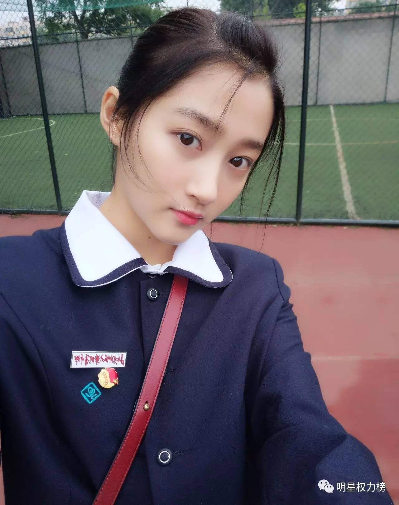 Săm soi bạn gái Luhan Quan Hiểu Đồng, hóa ra cô nàng toàn dùng đồ vài trăm nghìn mà da đẹp không tì vết - Ảnh 3.