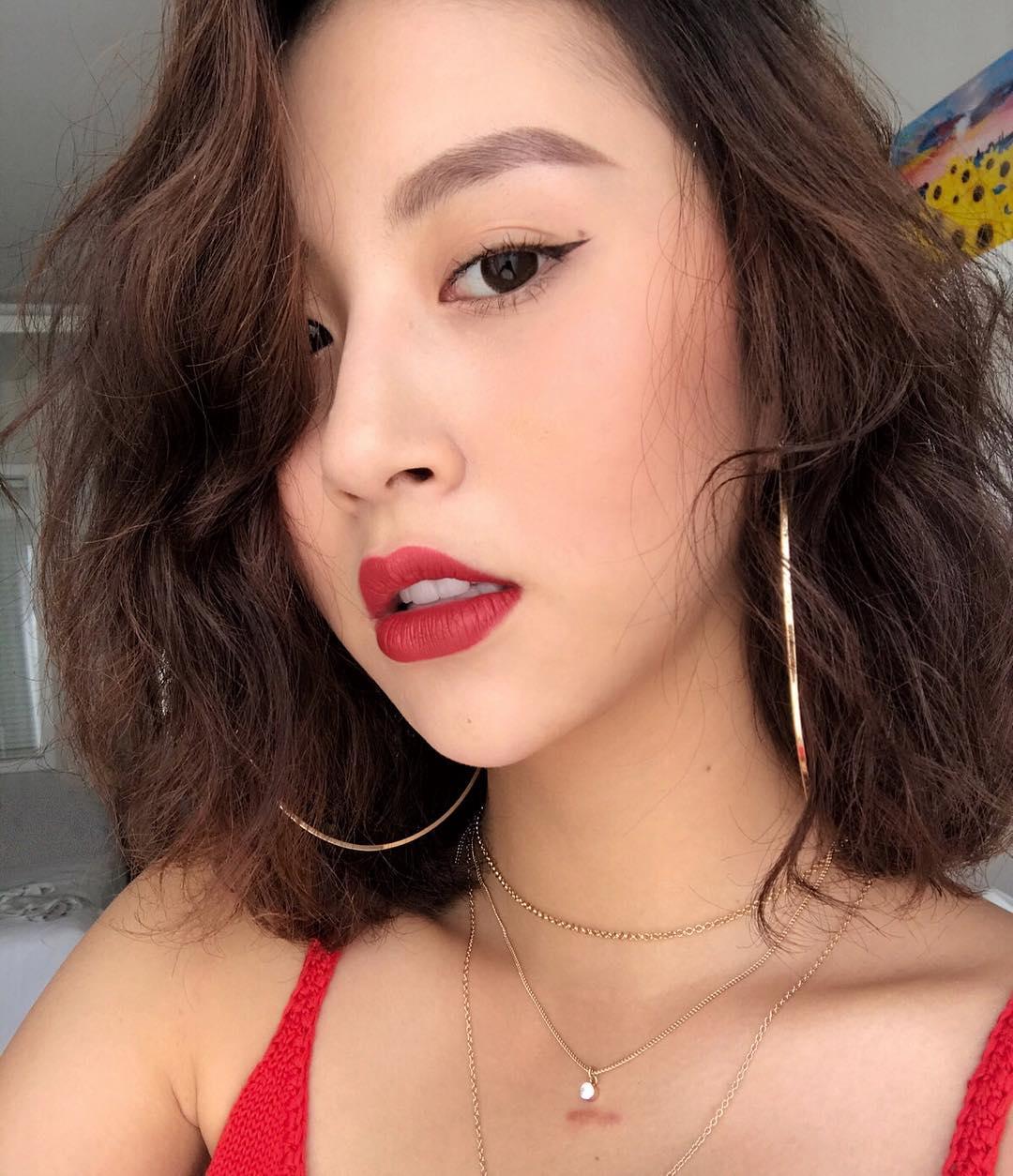 Nhỏ xinh nhưng lợi hại, đây là món phụ kiện nâng tầm phong cách đang được các hot girl Việt diện cực nhiều - Ảnh 4.