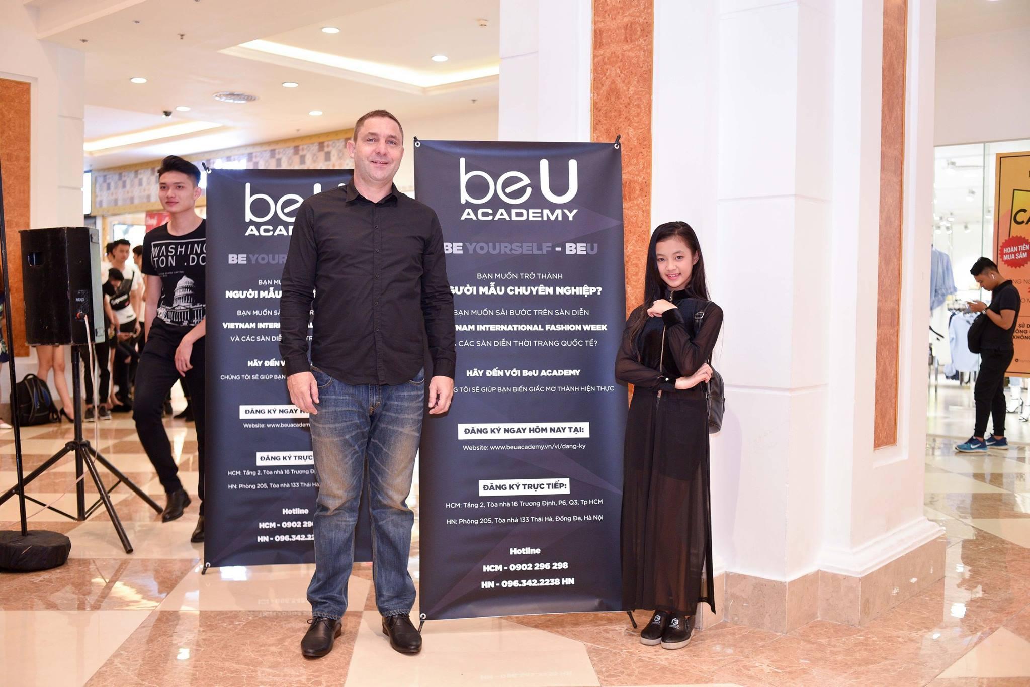 Mới 10 tuổi, cô bé này đã đăng ký casting Vietnam International Fashion Week và nổi bật lấn lướt người lớn với thần thái sắc lạnh - Ảnh 4.