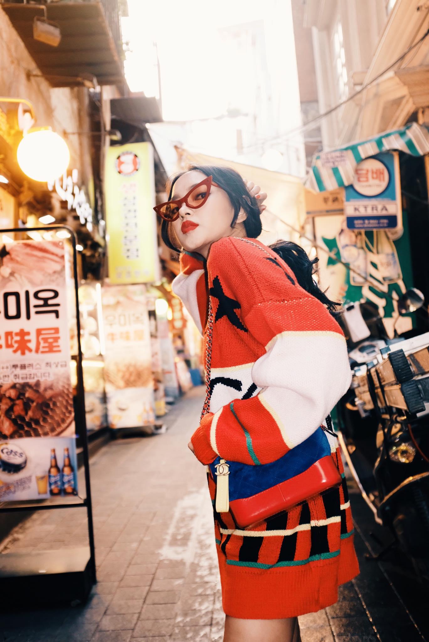 Dù đã đường ai nấy đi, Châu Bùi vẫn diện áo của shop Decao sang tận Seoul khoe street style chất miễn bàn - Ảnh 2.
