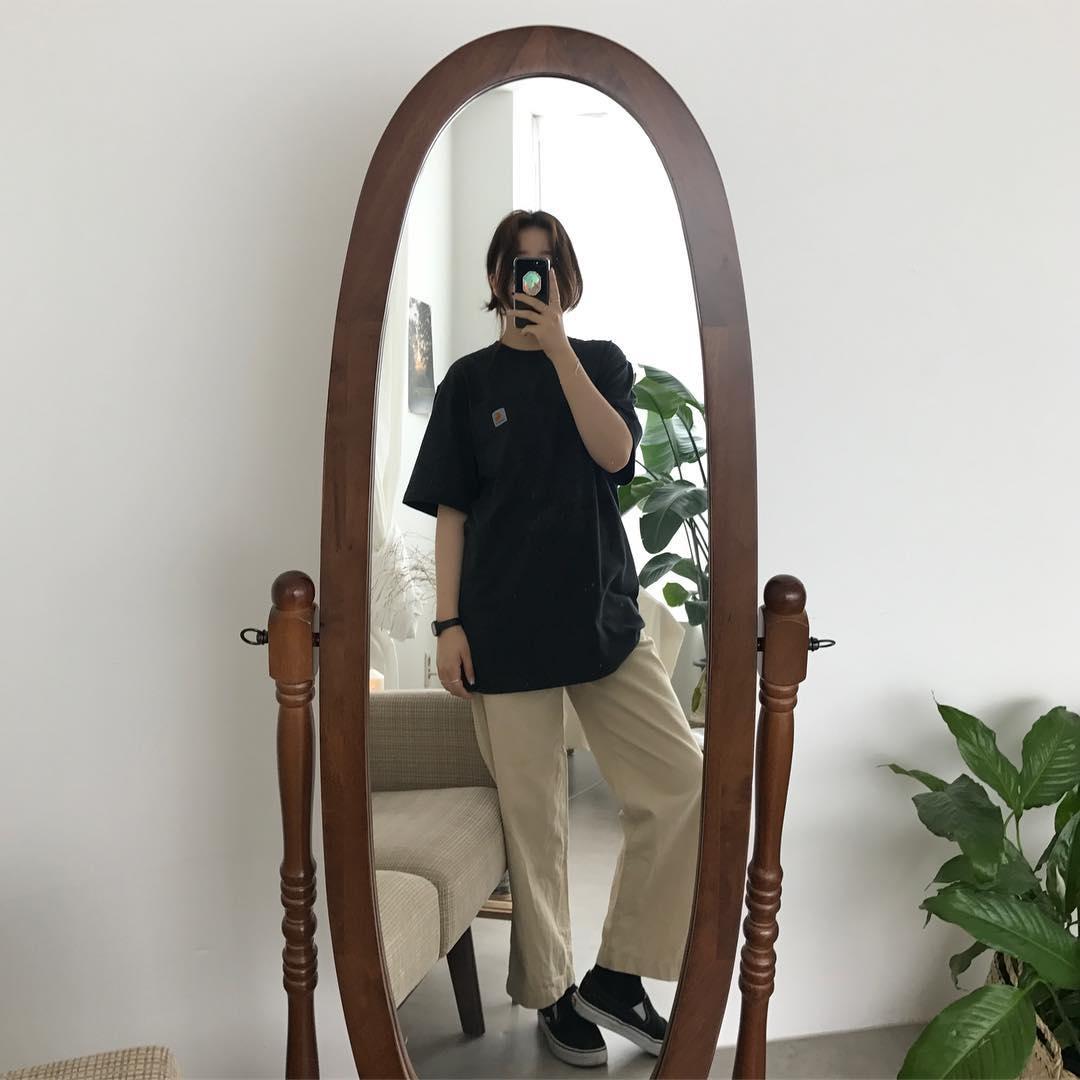 Ngạc nhiên chưa: Quần khaki ống rộng thời của bố mà Sơn Tùng từng mặc đang là hot trend của con gái khắp châu Á - Ảnh 3.